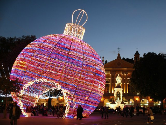 lumières-de-noel-nice-france-GettyImages-453501359.jpg